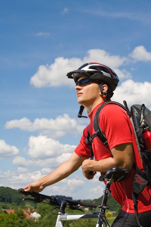 Hombre Biking imagen de archivo libre de regalías