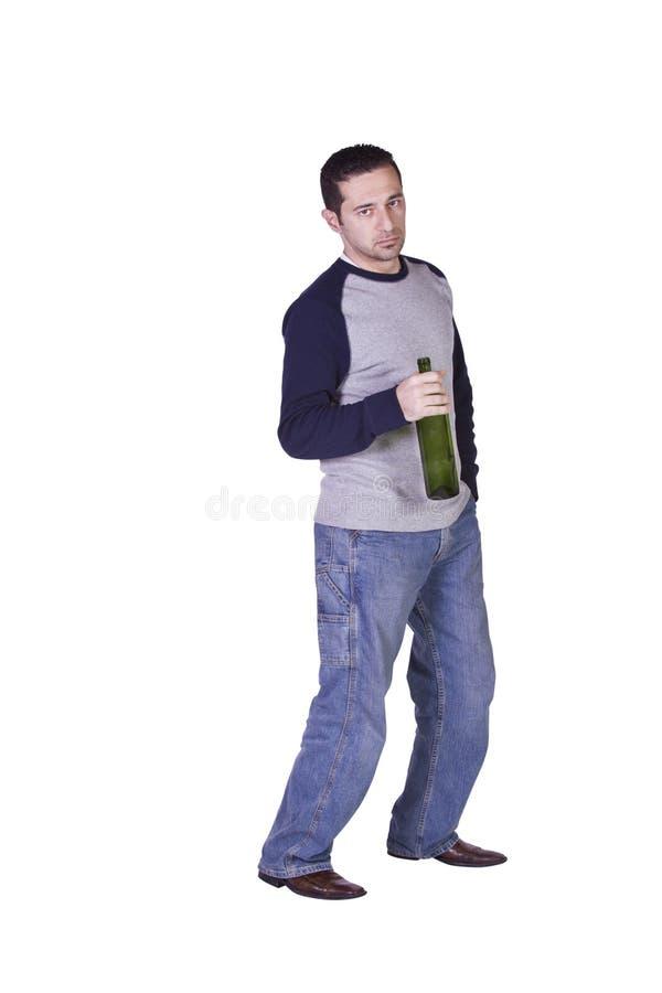 Hombre borracho que sostiene una botella de vino fotografía de archivo libre de regalías