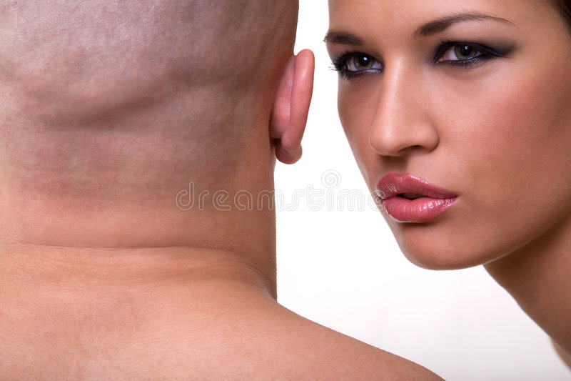 Hombre calvo y muchacha hermosa imagen de archivo