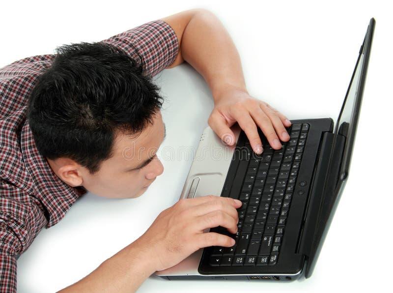 Hombre cansado con la pista abajo imagen de archivo