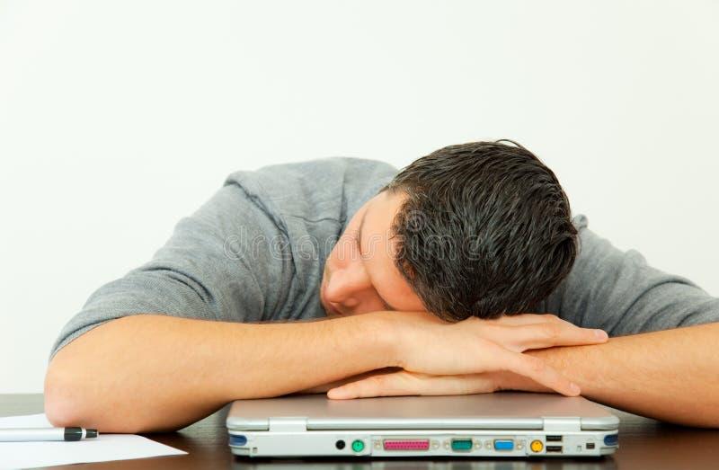 Hombre cansado de la oficina fotografía de archivo libre de regalías