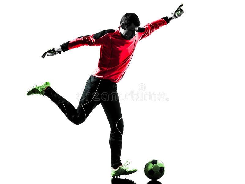 Hombre caucásico del portero del jugador de fútbol que golpea la silueta de la bola con el pie fotos de archivo libres de regalías