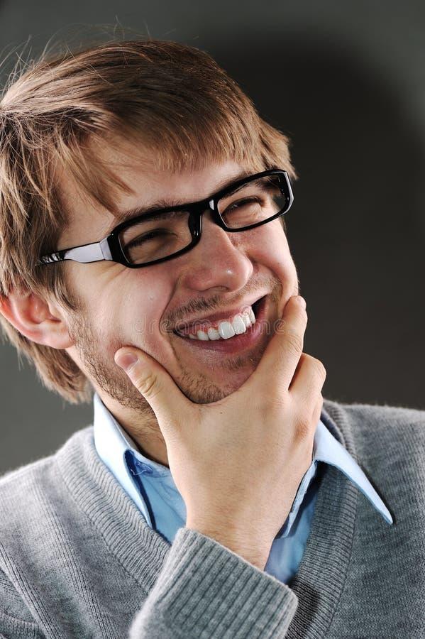 Hombre caucásico joven con los vidrios foto de archivo libre de regalías