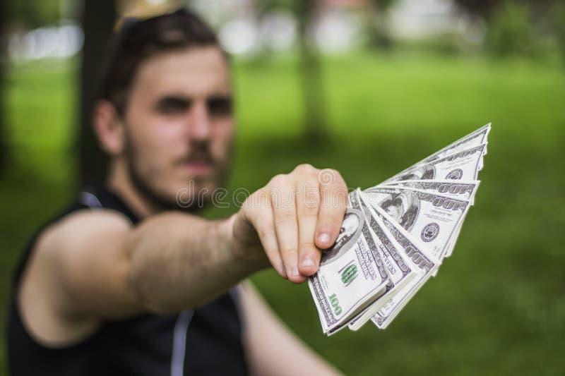 Hombre cientos dólares fotografía de archivo