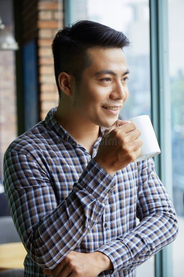 Hombre con café fotos de archivo