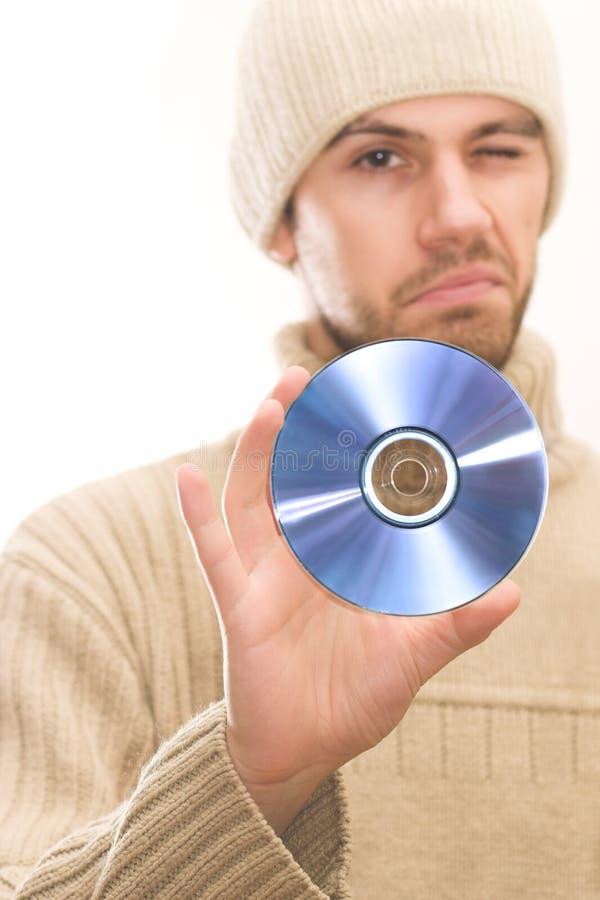 Hombre con CD de la explotación agrícola del sombrero foto de archivo