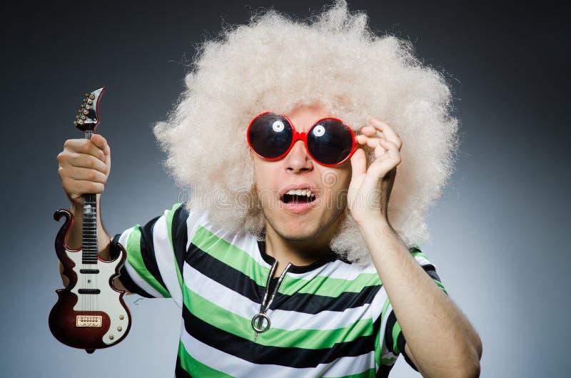 Hombre con corte de pelo divertido fotos de archivo libres de regalías