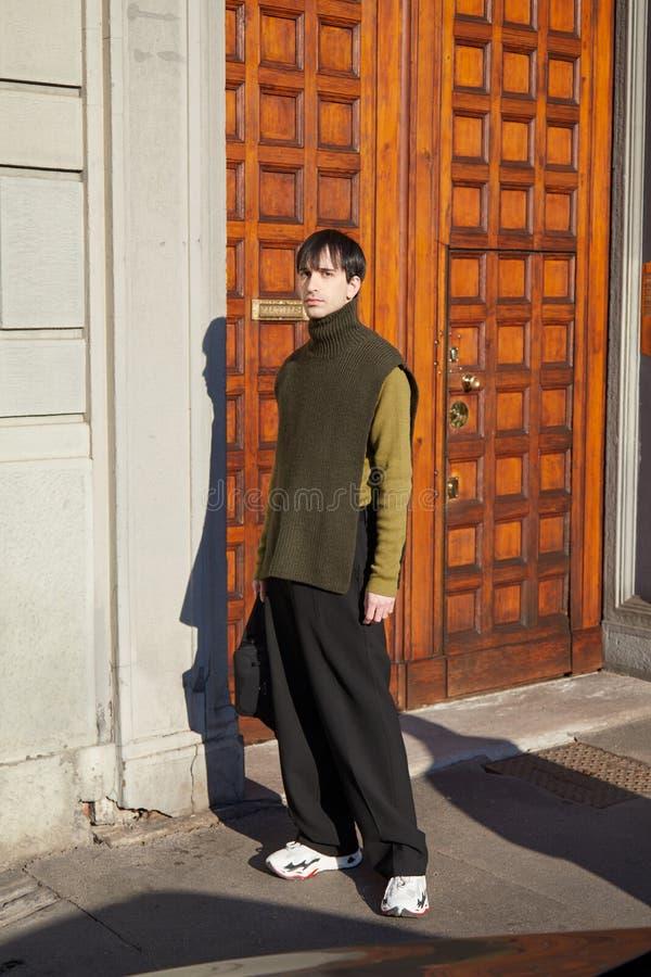 Tienda De Lujo De La Moda De Salvatore Ferragamo En La Avenida Montaigne En Paris Francia Foto De Archivo Editorial Imagen De Moda Paris 142521018