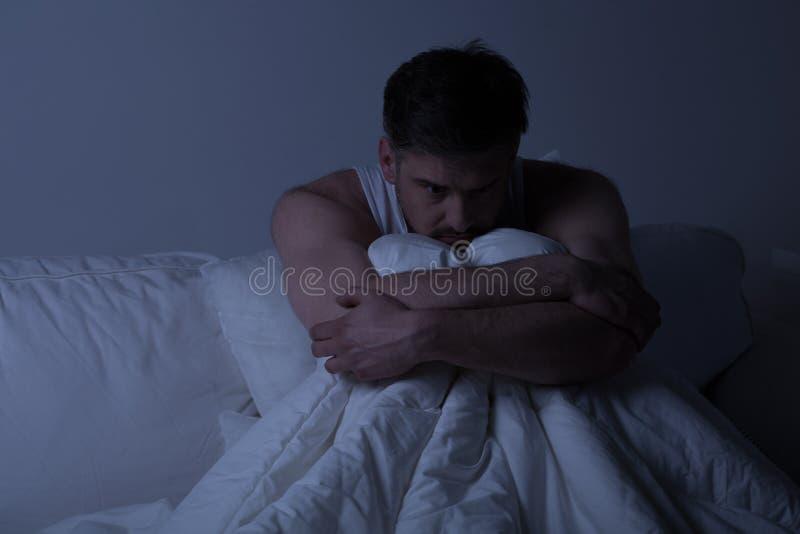 Hombre con desorden de ansiedad fotos de archivo