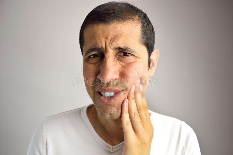 Hombre con dolor de muelas imagen de archivo