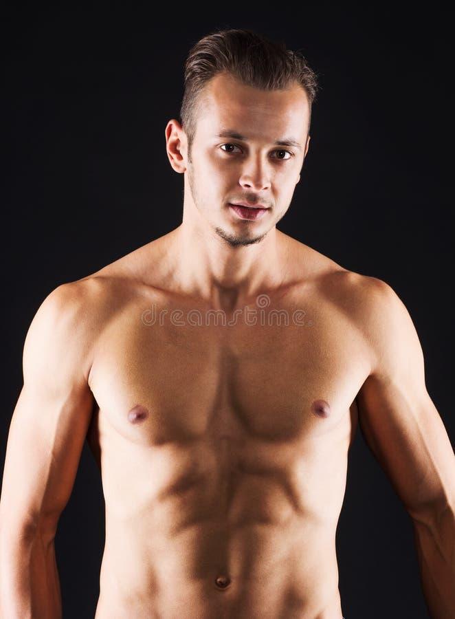 Hombre con el abdomen perfecto fotografía de archivo