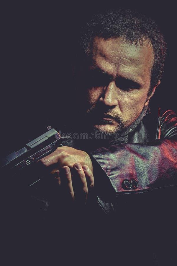 Download Hombre con el arma foto de archivo. Imagen de crimen - 44853262
