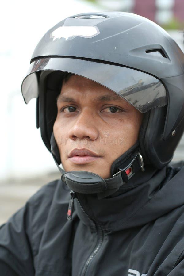 Hombre con el casco fotos de archivo