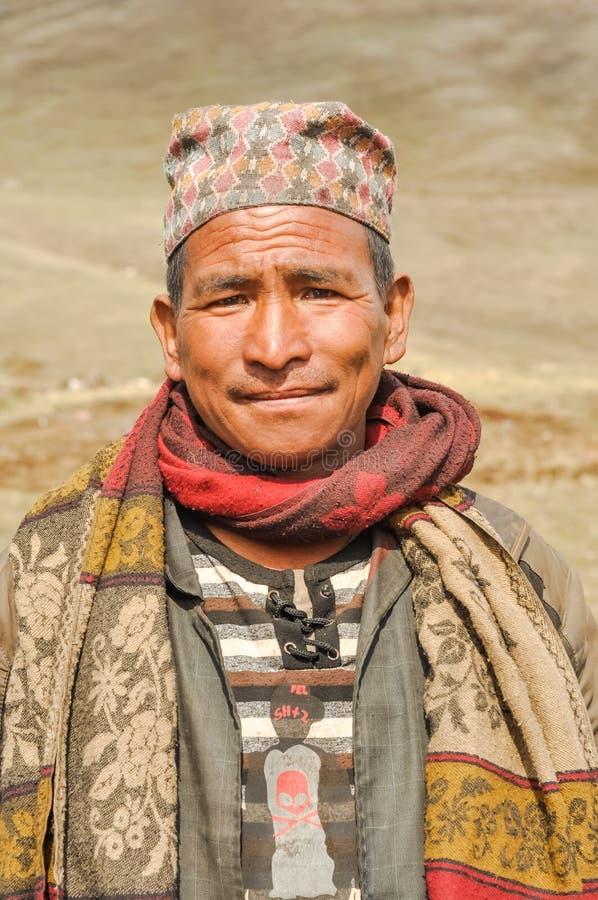 Hombre con el casquillo en Nepal imágenes de archivo libres de regalías