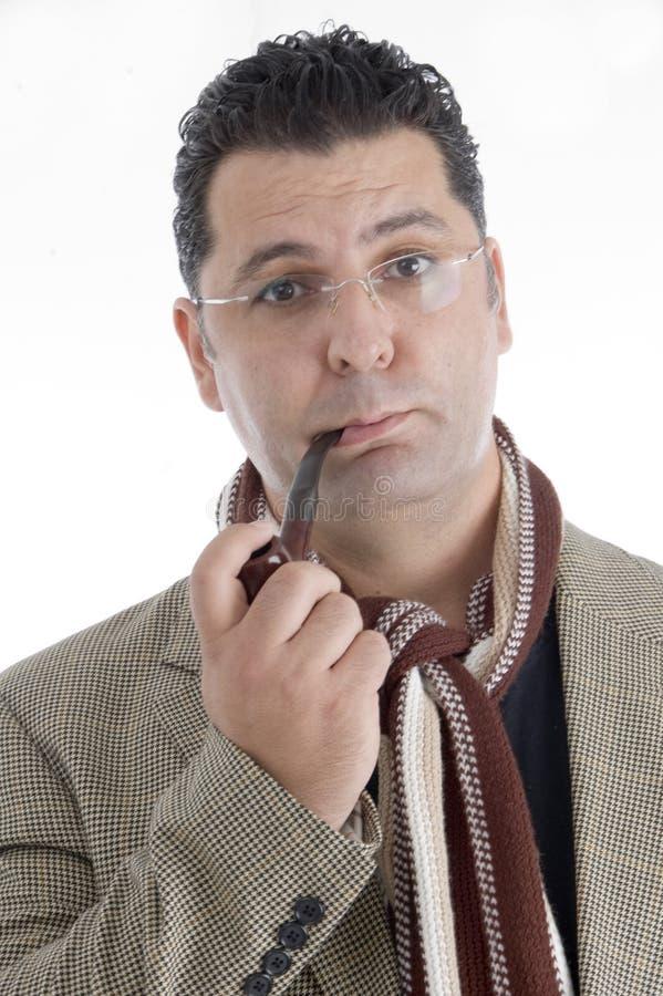 Hombre con el cigarro en su boca imagen de archivo libre de regalías