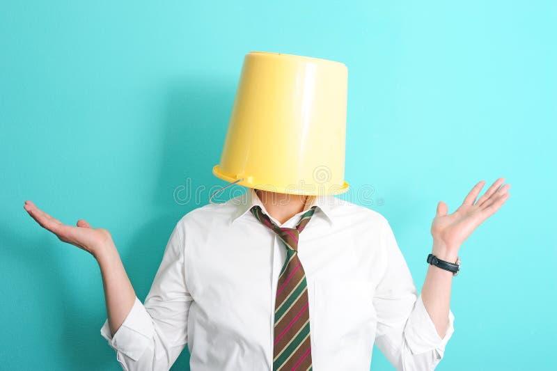 Hombre con el compartimiento en su cabeza foto de archivo libre de regalías