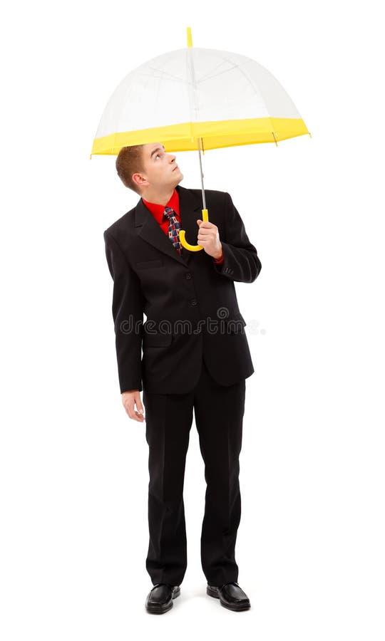 Hombre con el paraguas amarillo foto de archivo libre de regalías