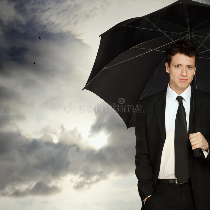 Hombre con estilo con el paraguas fotografía de archivo libre de regalías