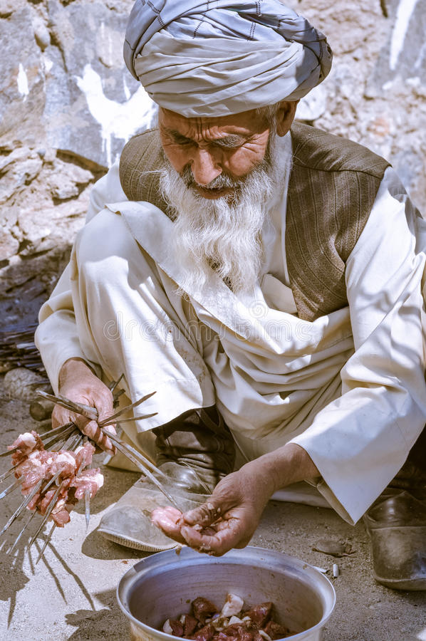 Hombre con la barba larga en Tayikistán fotos de archivo