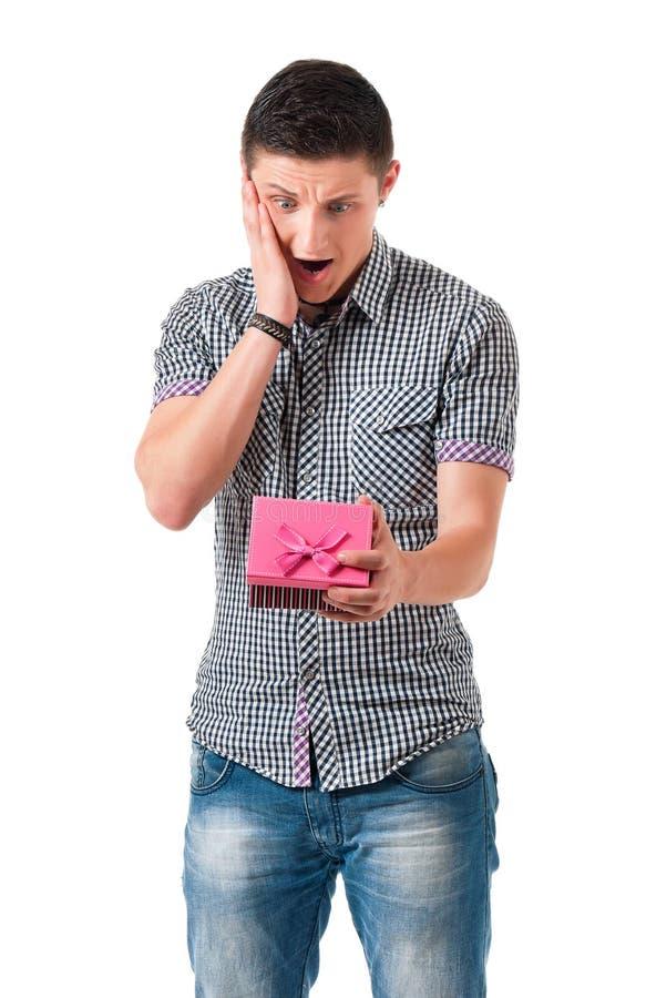 Hombre con la caja de regalo fotos de archivo libres de regalías