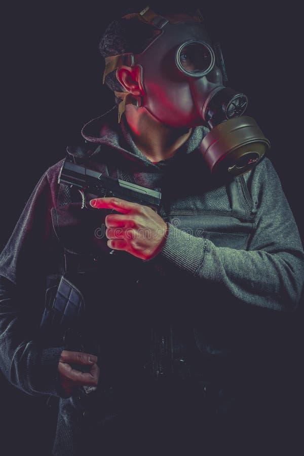 Download Hombre Con La Careta Antigás Y El Arma Foto de archivo - Imagen de peligroso, fuerza: 44853270