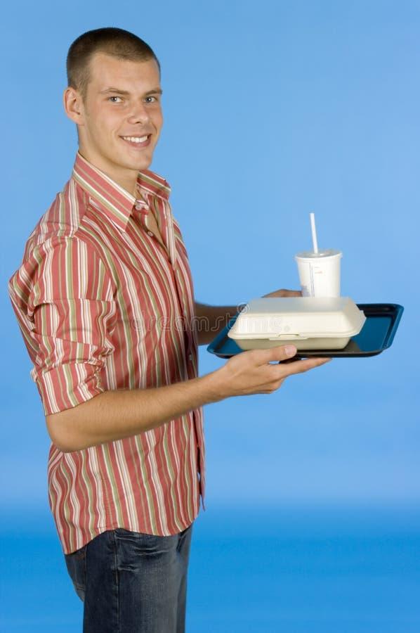 Hombre con la comida de alimentos de preparación rápida foto de archivo libre de regalías