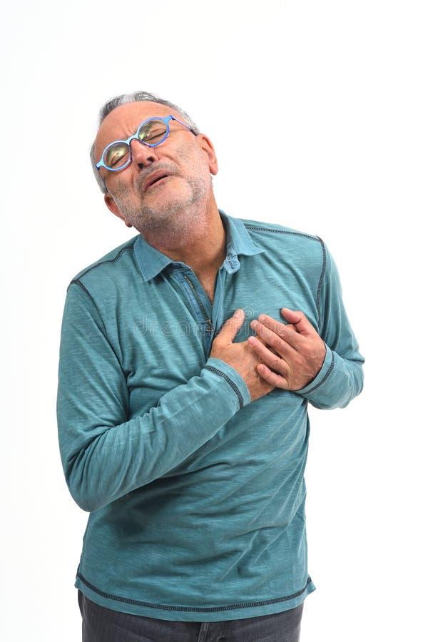 Hombre con la mano al corazón para un susto imagen de archivo libre de regalías