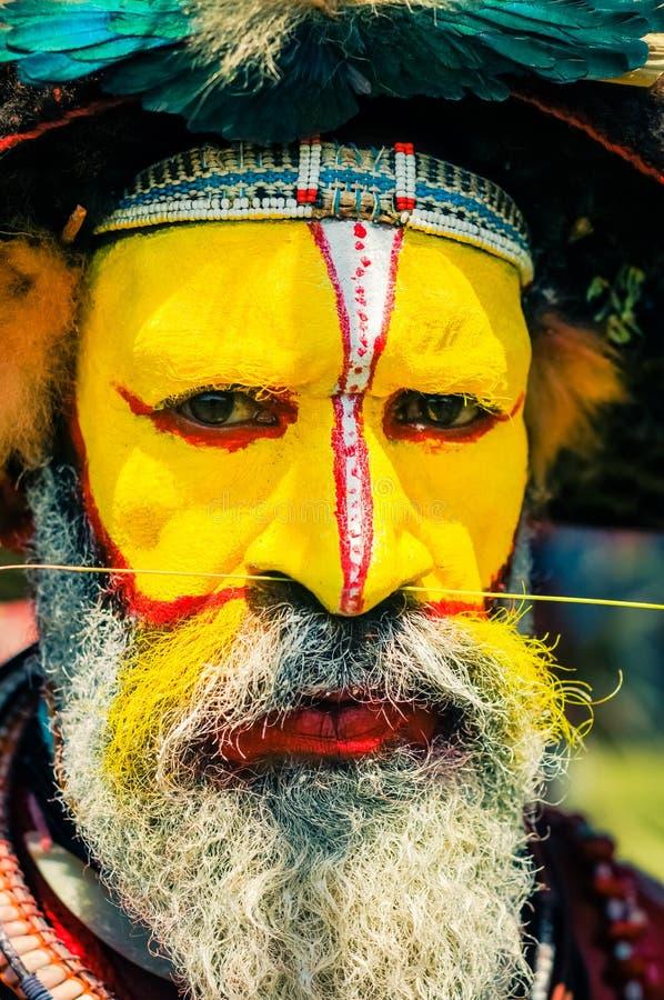 Hombre con la nariz perforada en Papúa Nueva Guinea imágenes de archivo libres de regalías