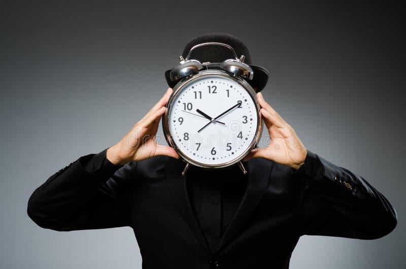 Hombre con llevar del reloj imagen de archivo libre de regalías