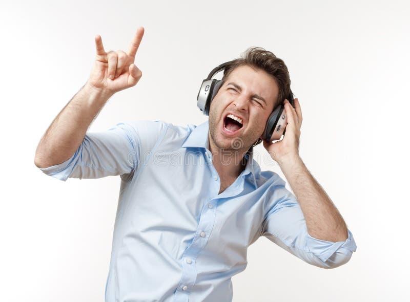 Hombre con los auriculares fotos de archivo