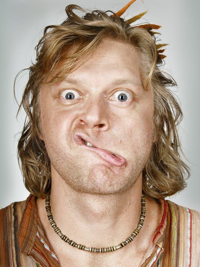 Hombre con los labios doblados fotos de archivo libres de regalías