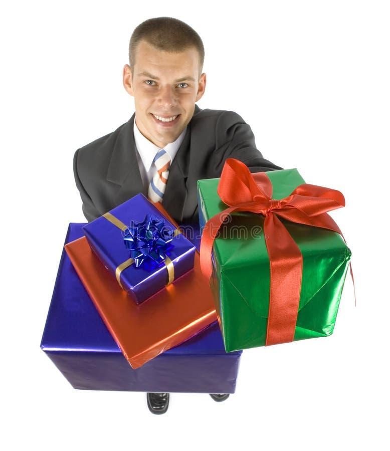 Hombre con los regalos imagen de archivo libre de regalías