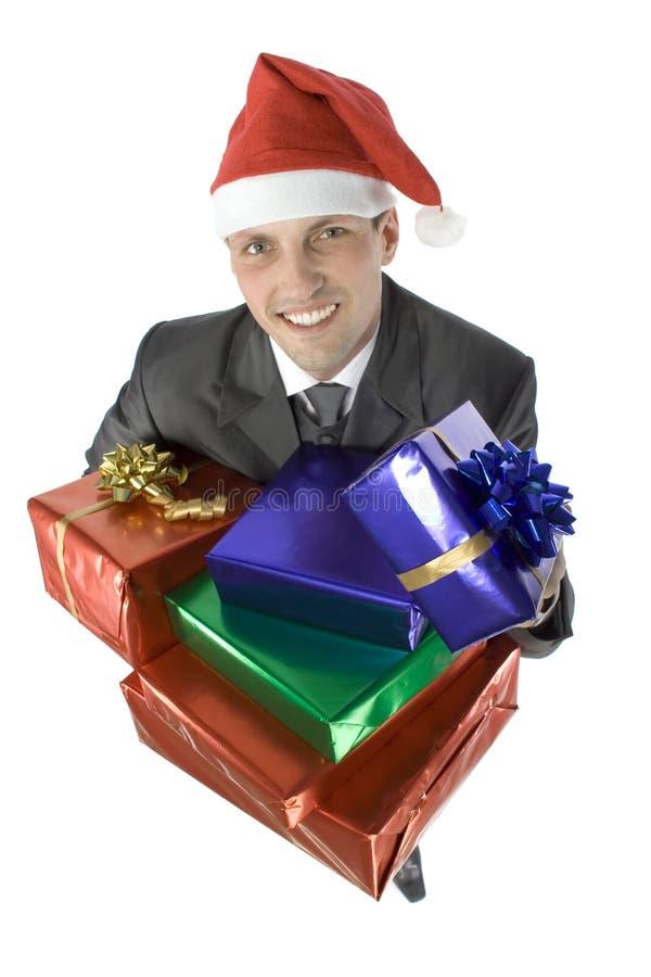 Hombre con los regalos de la Navidad fotografía de archivo