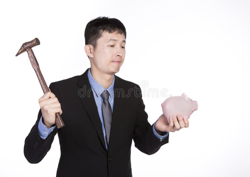Hombre con un martillo y una hucha fotos de archivo libres de regalías