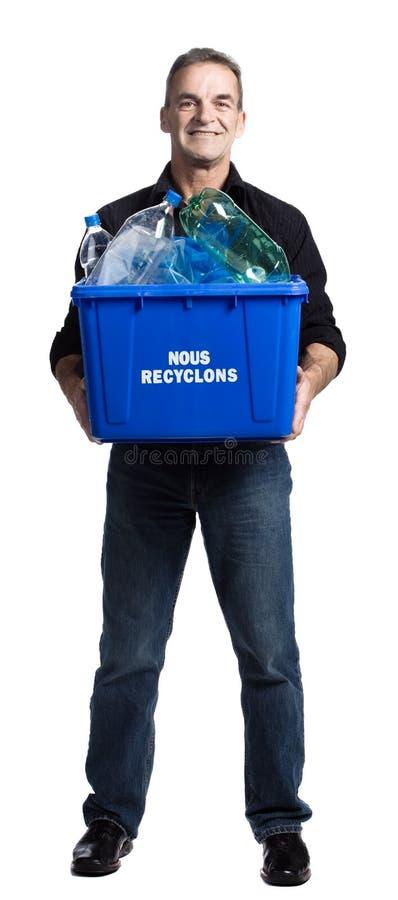 Hombre con un rectángulo de reciclaje imagen de archivo libre de regalías