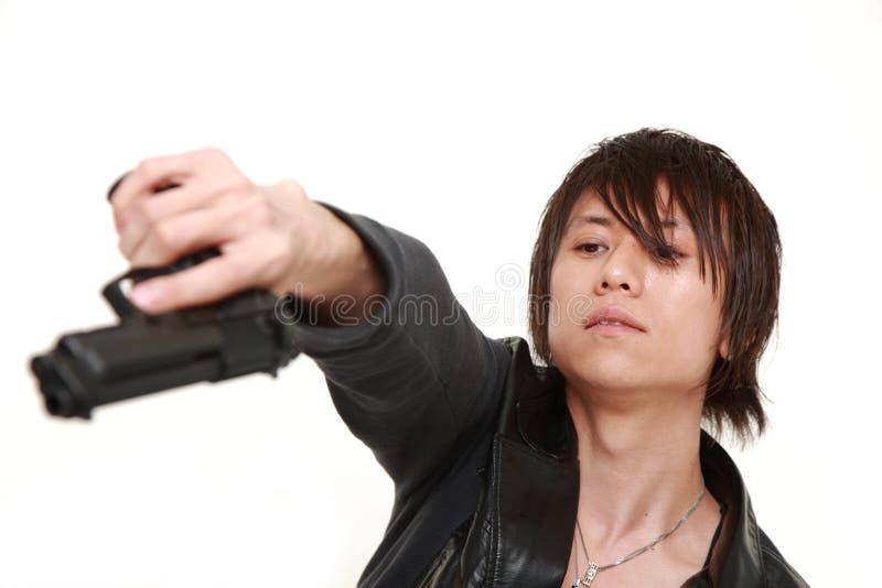 Hombre con una arma de mano fotos de archivo