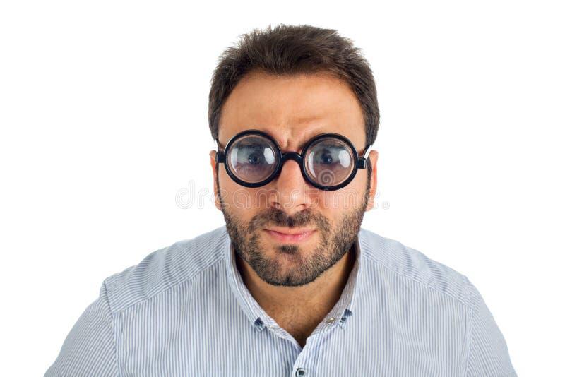 Hombre con una expresión sorprendida y vidrios gruesos foto de archivo