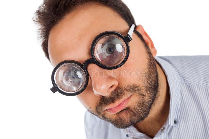 Hombre con una expresión sorprendida y vidrios gruesos foto de archivo libre de regalías