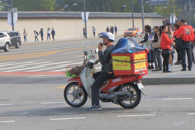 Hombre Corea de los posts del reparto del correo fotografía de archivo