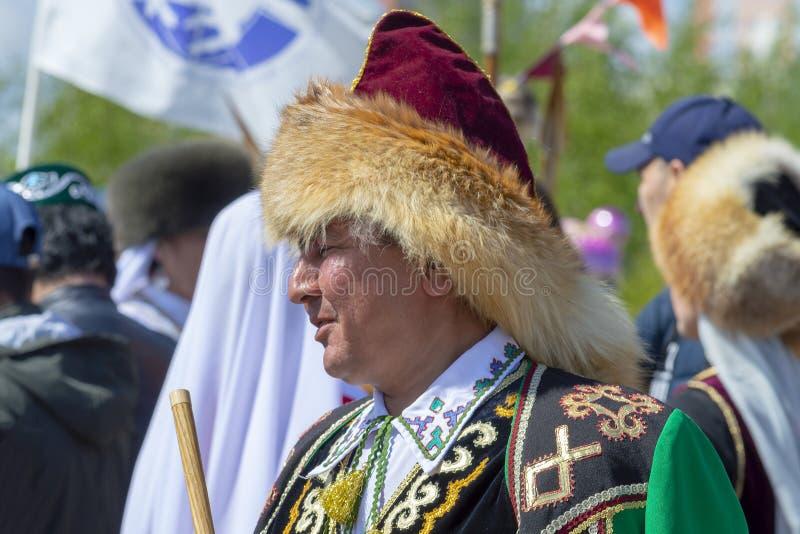 Hombre de AduAdult en ropa bashkir nacional fotos de archivo libres de regalías