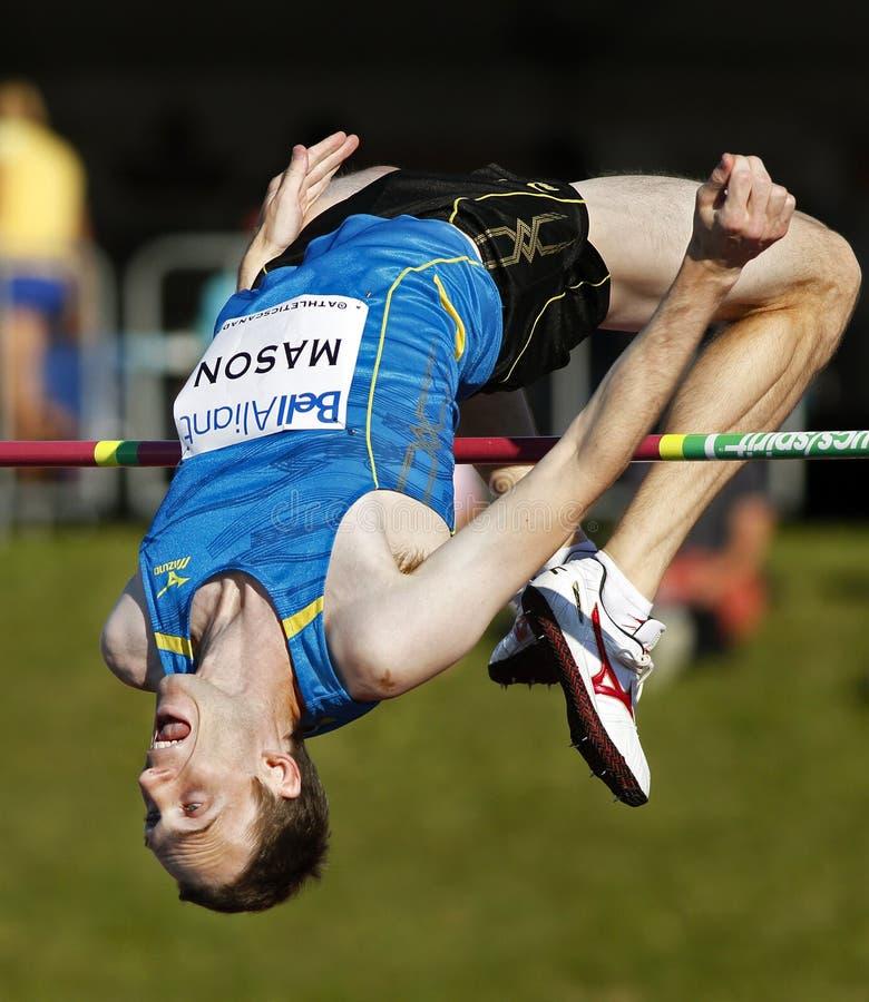 Hombre de Canadá del salto de altura sobre barra imagenes de archivo