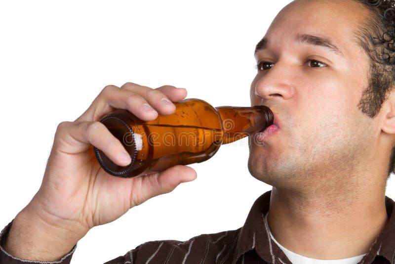 Hombre de consumición de la cerveza fotos de archivo libres de regalías