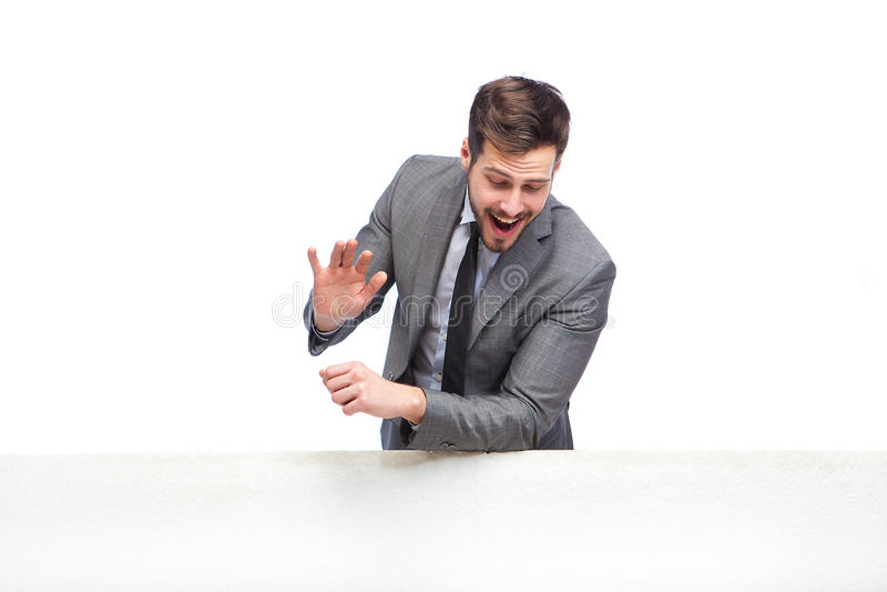 Hombre de Elgant que agita sobre el panel foto de archivo