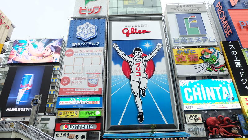 Hombre de Glico, la señal en Osaka imagenes de archivo