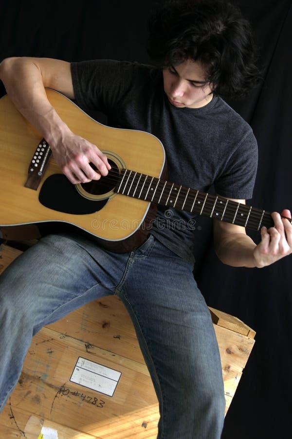Hombre de la guitarra foto de archivo