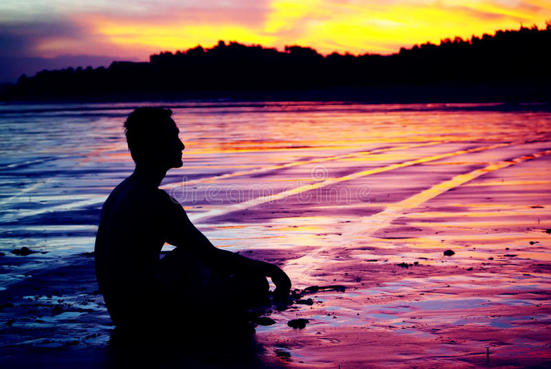 Hombre de la meditación imagen de archivo libre de regalías