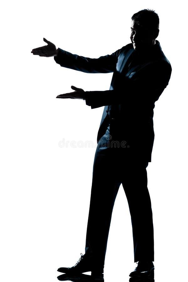 Hombre de la silueta que muestra señalando el espacio vacío de la copia fotografía de archivo libre de regalías