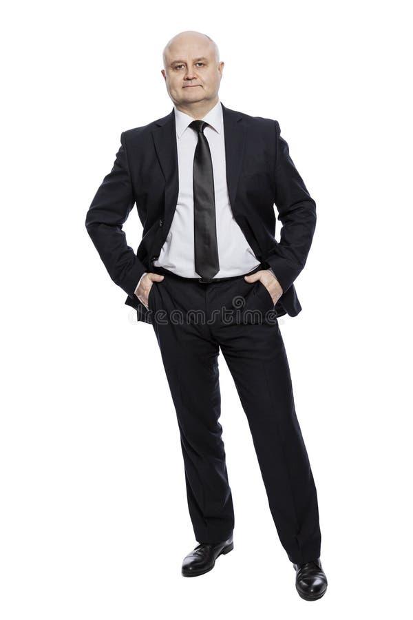 Hombre de mediana edad calvo en un traje en crecimiento completo vertical Aislado en un fondo blanco foto de archivo