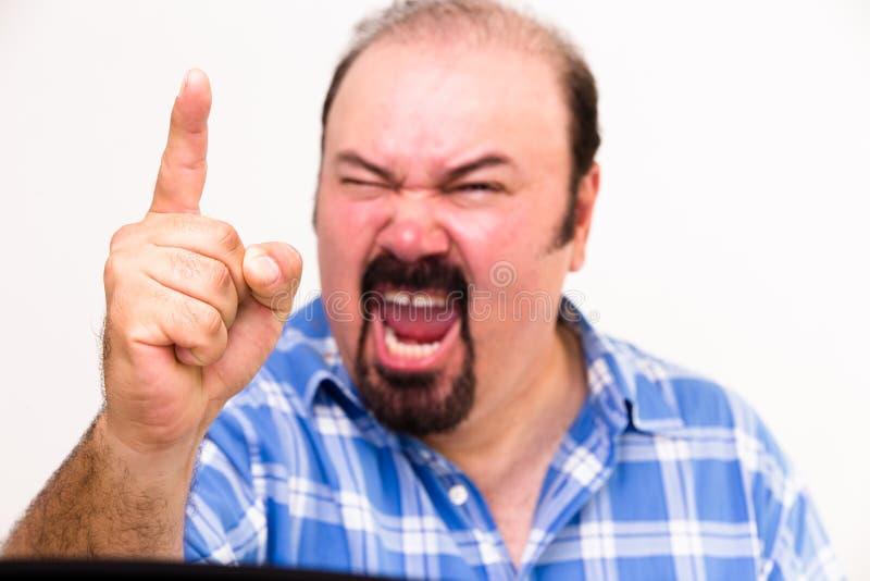 Hombre de mediana edad enojado que grita y que amenaza imágenes de archivo libres de regalías