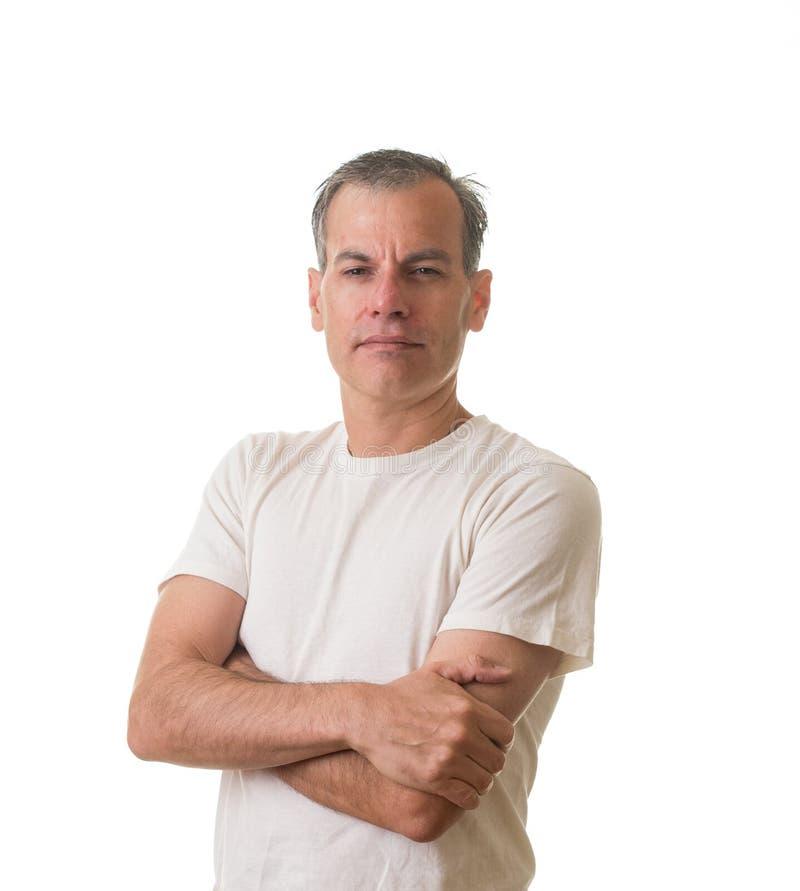 Hombre de mirada serio en la camiseta blanca fotografía de archivo libre de regalías